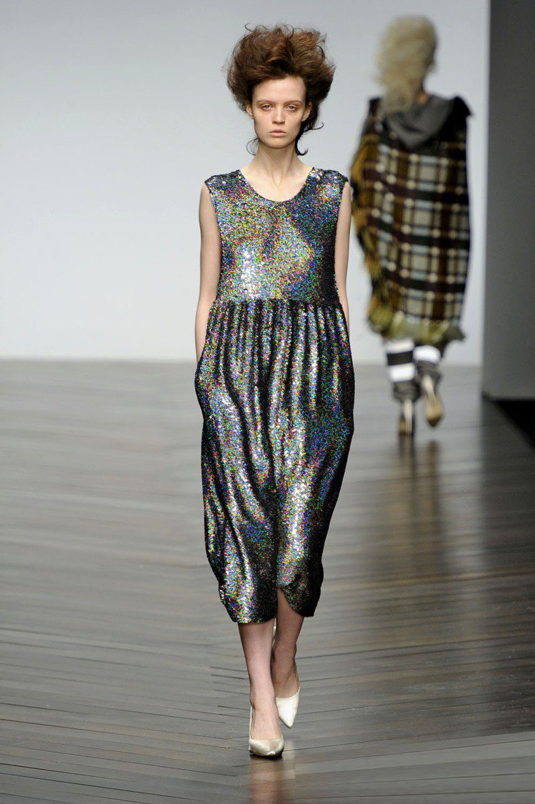 Clozzet裡可見因閃亮珠片而聞名的英國設計師品牌ASHISH單品。圖/達志影...