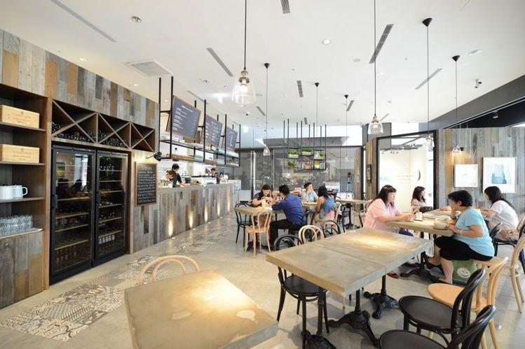 Café Showroom身為全館最有氣質的café,一杯咖啡的時間就讓你能近距...