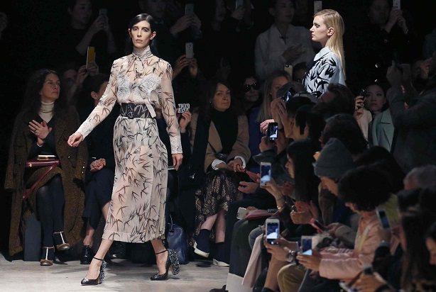時尚業看似光鮮亮麗,其實是有害健康,甚至是危及性命的危險產業。路透社