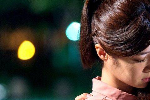 唐禹哲與李佳穎在「莫非,這就是愛情」拚哭戲,一場兩人抱頭痛哭劇情,李佳穎哭像水龍頭,連妝都哭花了,而唐禹哲辛苦拍夜戲眼皮重在鏡頭前睡著,糗笑自己無顏見江東父老。日前在半夜拍攝一場唐禹哲向李佳穎道歉,...