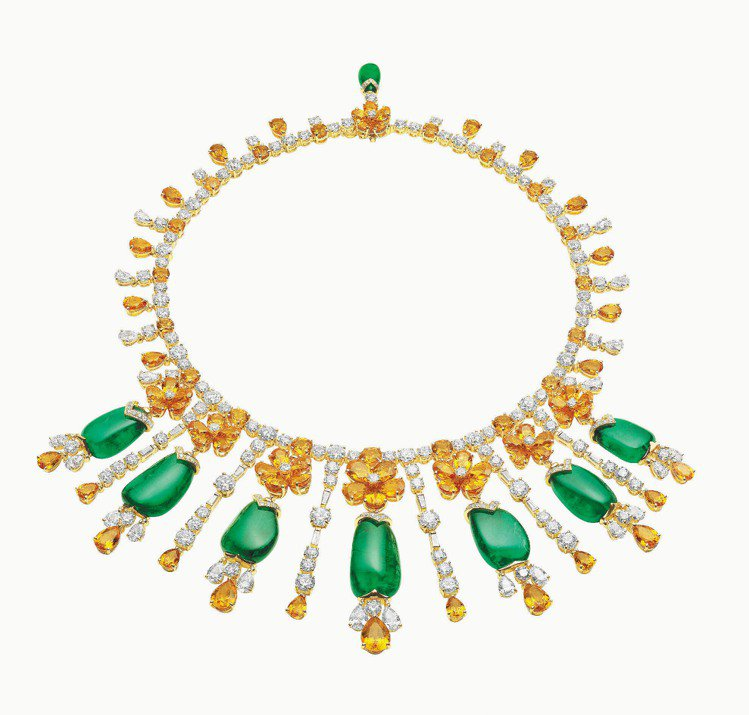 BVLGARI是彩寶之王,圖中項鍊是18K黃金鑲嵌祖母綠,搭配鑽石和碧璽。圖/B...