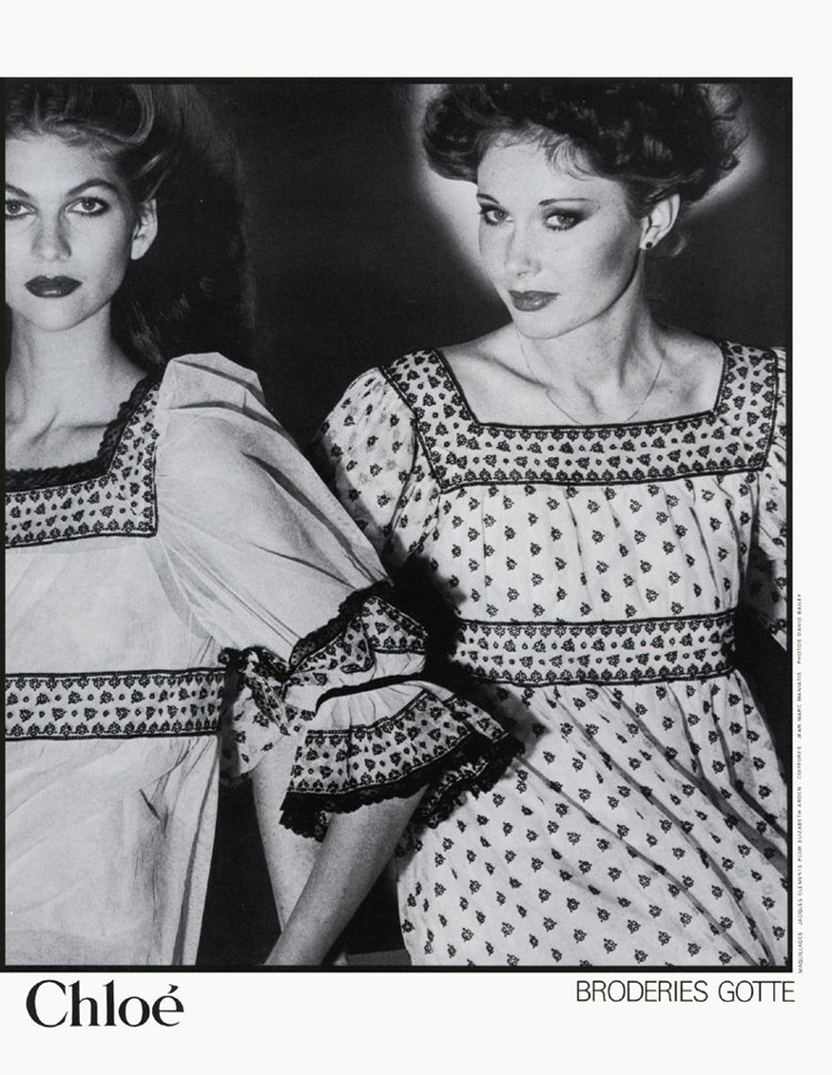 Chloé設計摒棄50年代的制式樣式,運用帶點波希米亞風格的浪漫、性感設計創造流...