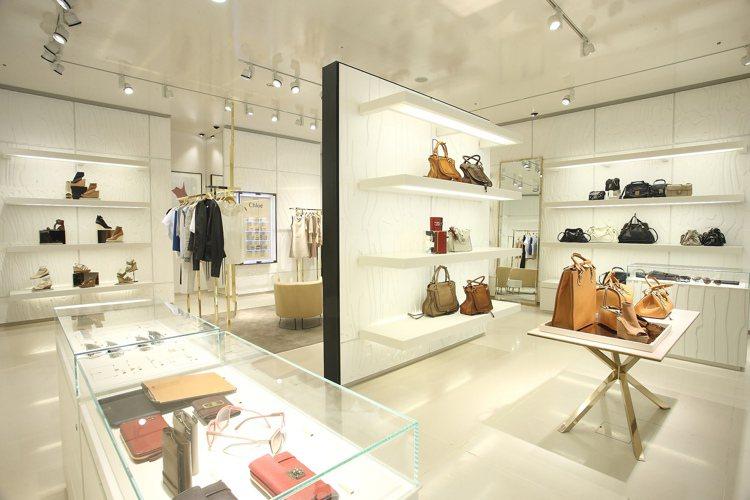 Chloé新光三越A4概念店以純白色調突顯品牌浪漫風情。 圖/Chloé提供