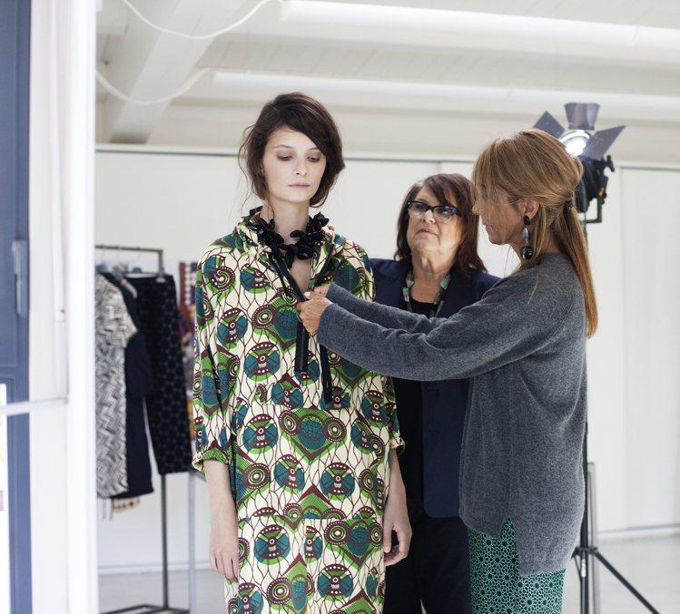 H&M跨界MARNI系列預計於3月8日開賣,屆時勢必再度掀起一股平價聯名風潮。圖...