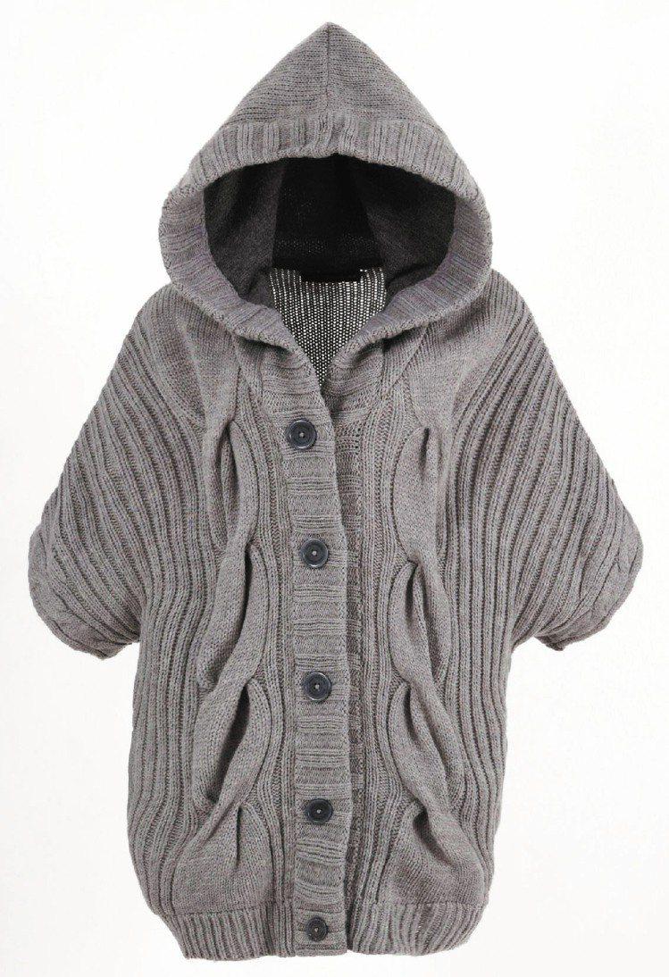 針織系列運用針織保暖特性,加上剪裁設計,讓民眾穿得暖呼呼又兼具流行。圖/Calv...
