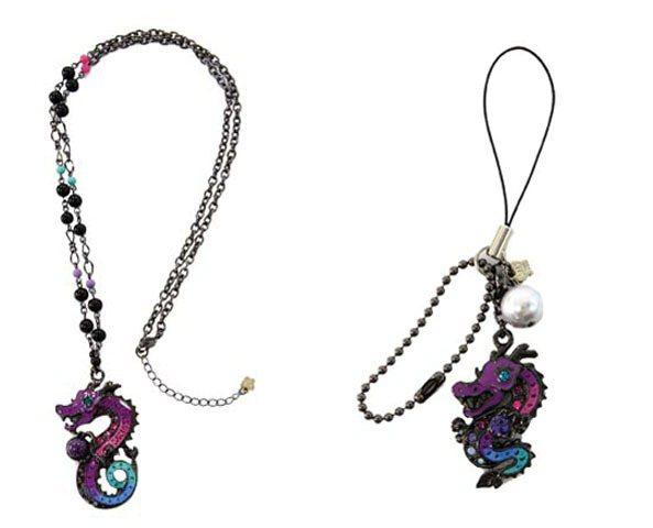 BLING龍項鍊/9,280元、BLING龍鑽石手機吊飾/4,180元。圖/AN...