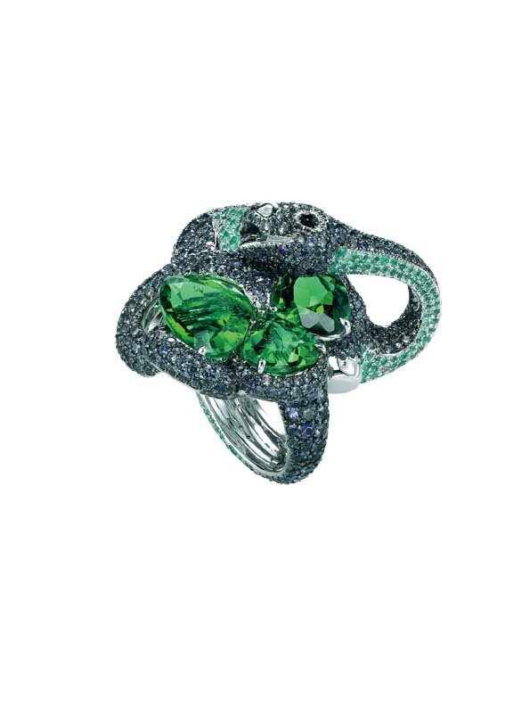 頂級訂製動物世界系列恐龍珠寶戒指/392萬9,000元。圖/TVBS周刊提供