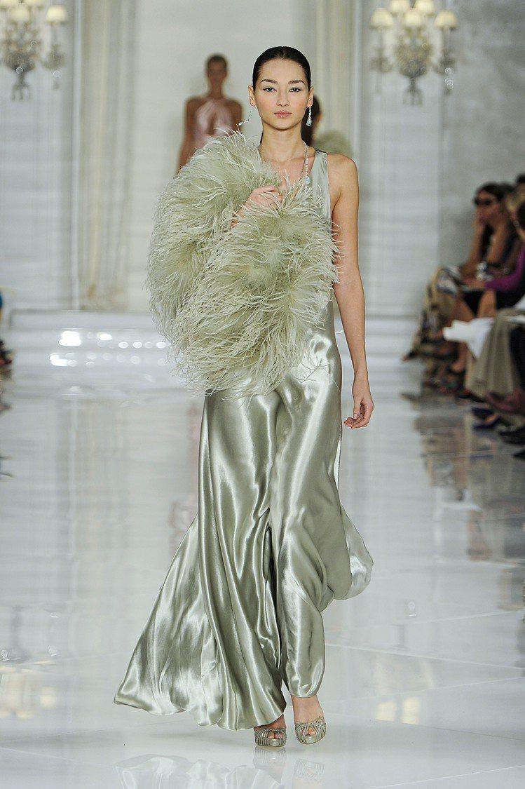 2012春夏,「褶子」正式從細節設計躍身為時尚主流。Ralph Lauren。圖...