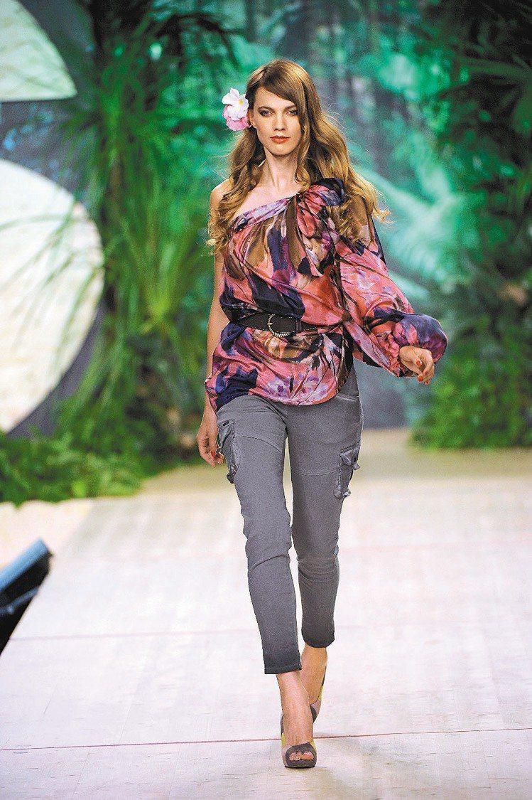 SISLEY 2012春夏女裝以印花激盪出夏日活力。圖/SISLEY提供