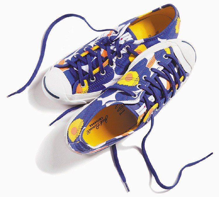 CONVERSE與芬蘭家飾Marimekko的鞋款以罌粟花拼出幾何圖案。圖/CO...