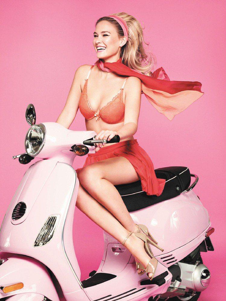 法國內衣Passionata依舊由芭兒演繹春夏新品。圖/Passionata提供
