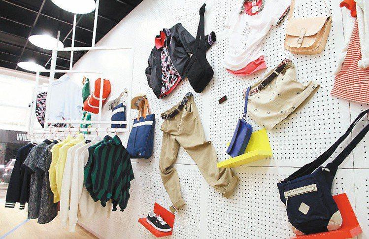 充滿多彩的趣味擺設呼應著LACOSTE L!VE的設計風格。記者陳俊吉/攝影