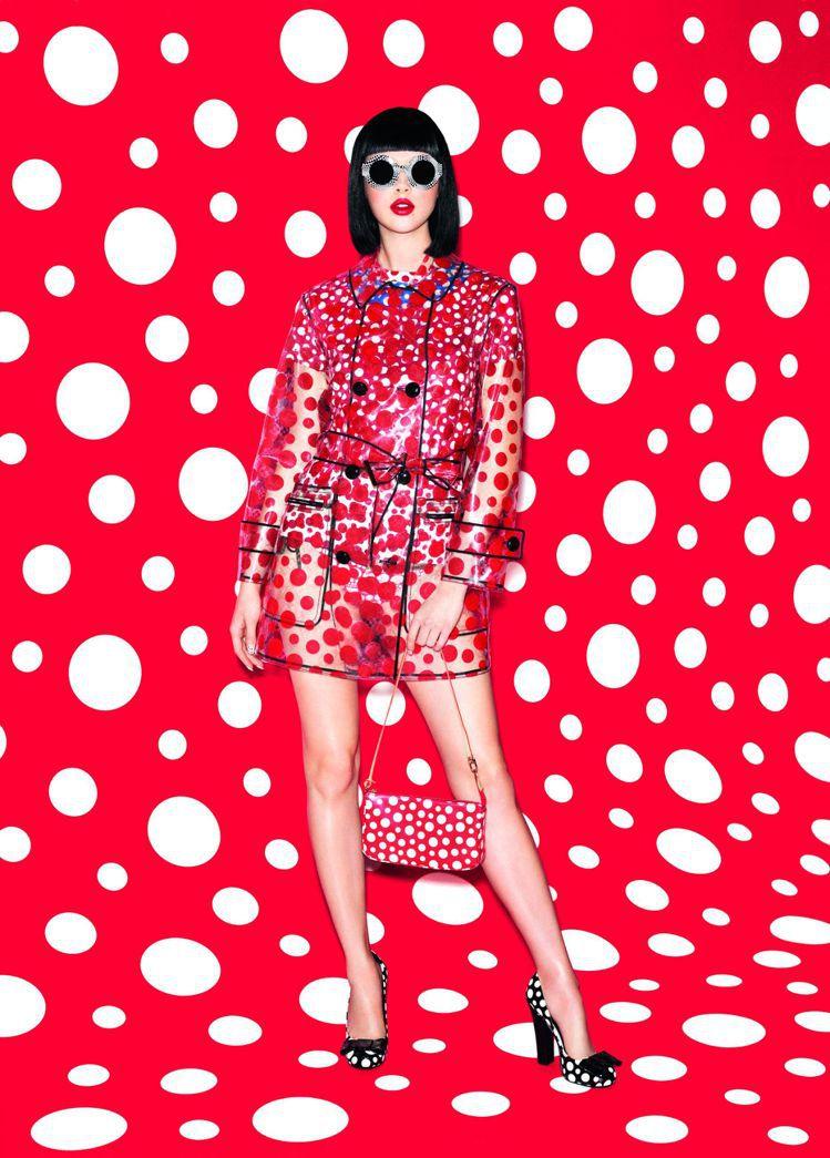LV與日本藝術大師草間彌生共同合作的時裝系列,正式曝光,充滿繽紛顏色與圓點,風格...