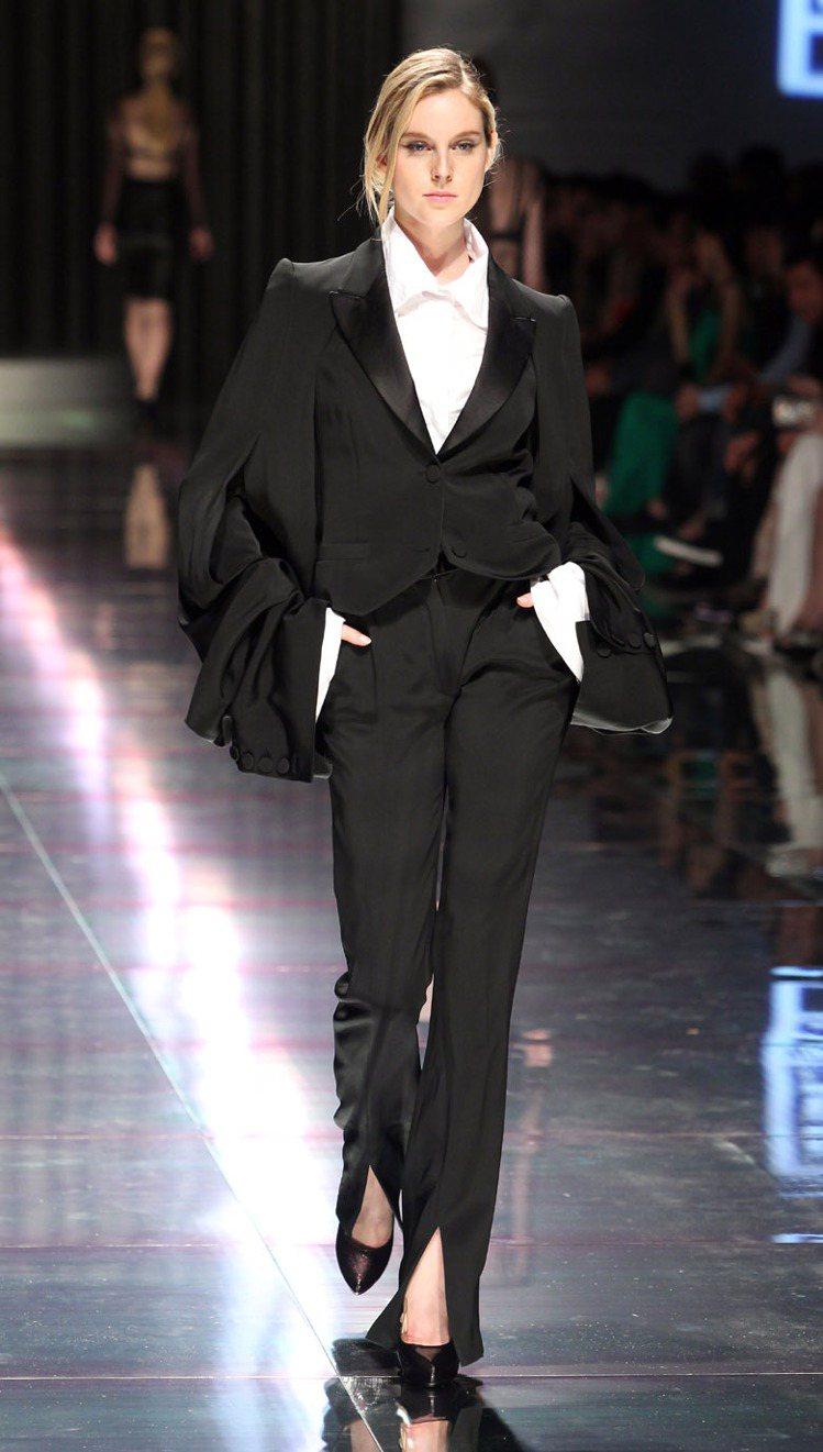 團團大陸首家旗艦店坐落於上海外灘,發表會上搶先展現2012秋冬商品。圖/團團提供