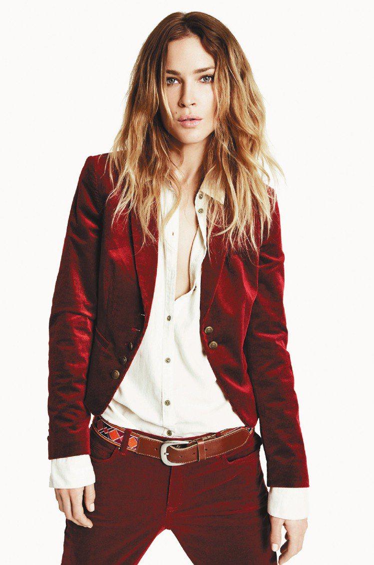 Esprit都會女裝運用鮮明色調打破秋冬暗沉色彩。圖/Esprit提供