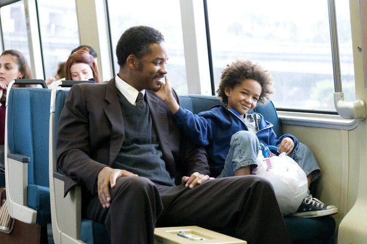 威爾史密斯曾和兒子Jaden Smith在電影《當幸福來敲門》裡合作,當時Jad...
