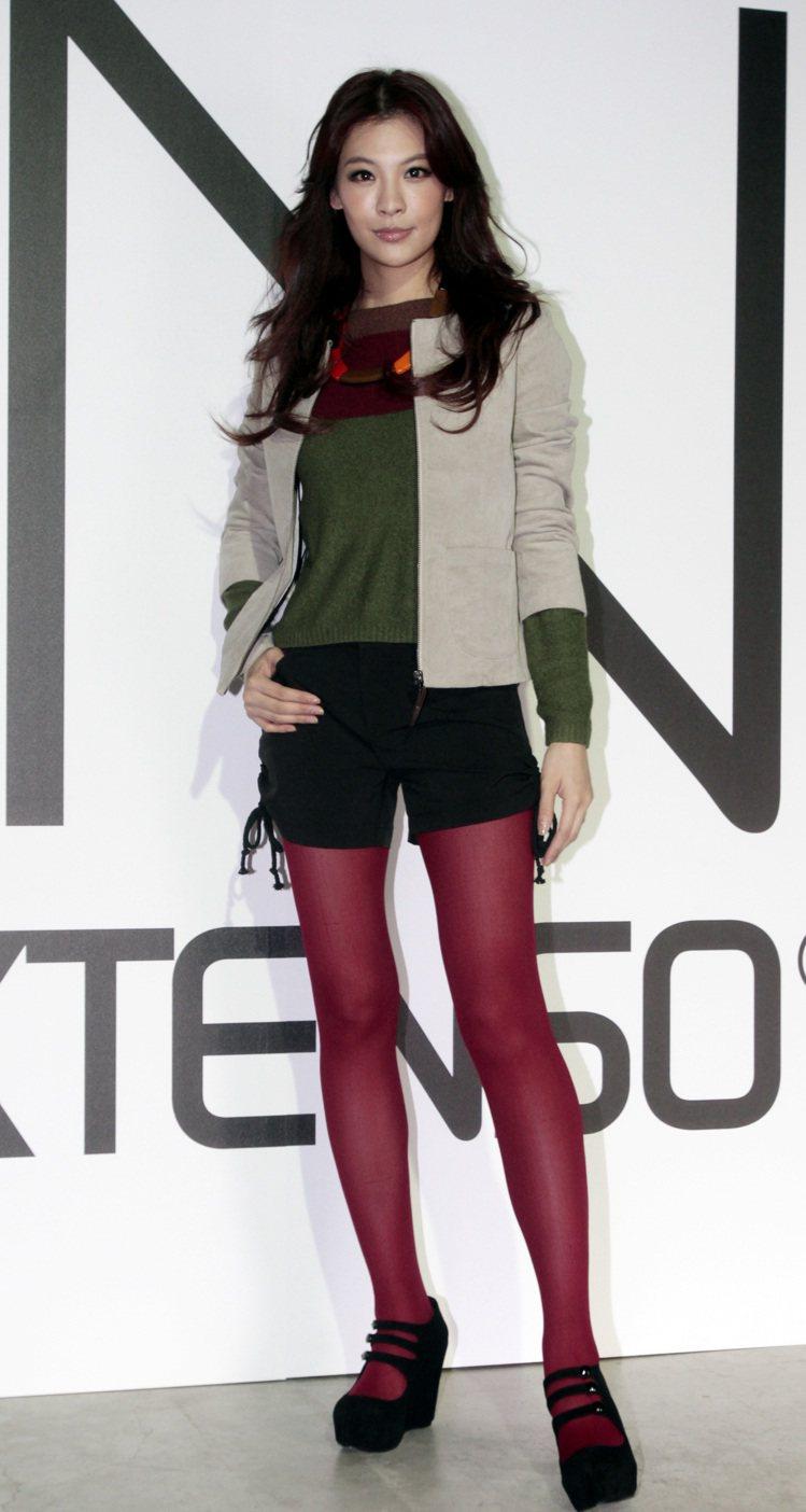 大潤發舉辦IN EXTENSO時裝走秀,並邀請名模林若亞登上伸展台演繹流行趨勢。...
