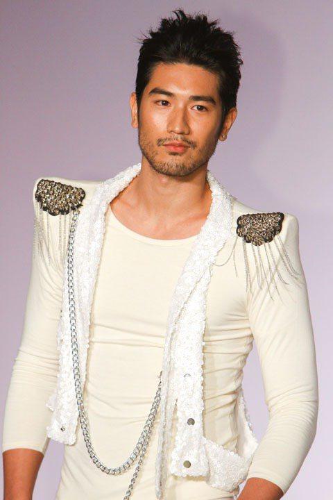 高以翔出席「7-SELECT零著感發熱衣」上市發表會。記者鄭清元/攝影