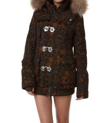 SLY每年熱銷的「N3B軍裝外套」。 圖/摘自SLY官網
