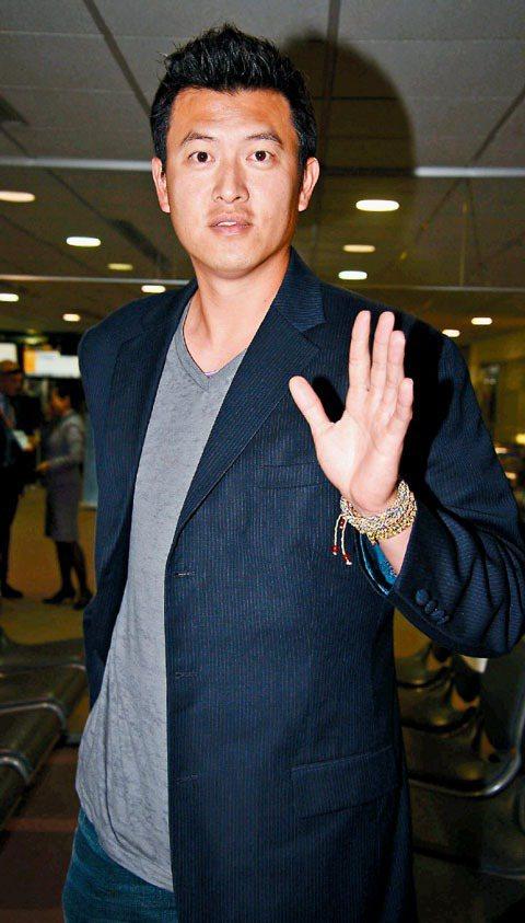 王建民幾次出入機場,也漸漸穿出一些自己的「星」味。記者黃士航/東京攝影