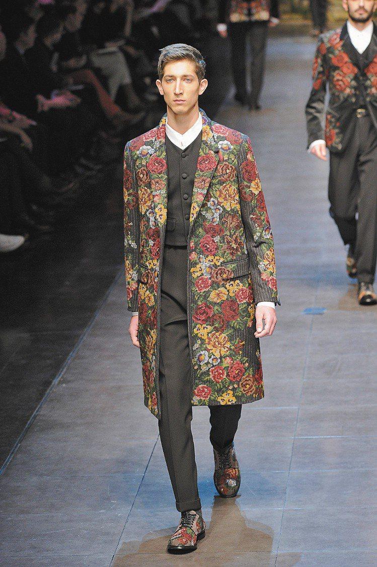 Dolce & Gabbana印花西裝感染熱情。圖/達志影像