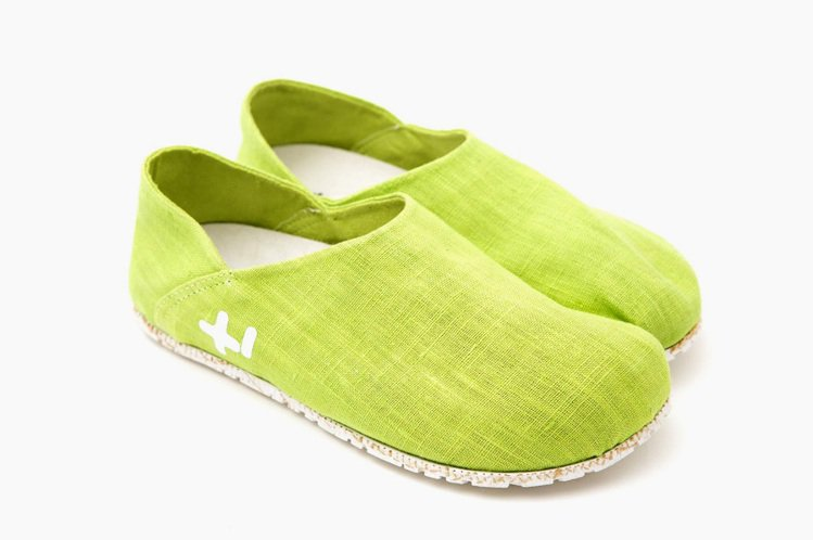 OTZShoes以天空藍、石檸檬黃,營造輕鬆。圖/OTZShoes提供