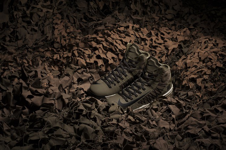 Nike與UNDEFEATED合作推出鞋款新色。 圖/摘自Nike香港官網