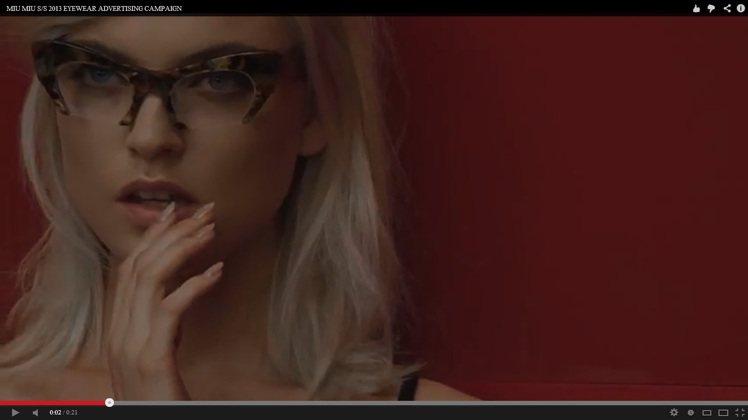 春夏服裝和眼鏡的廣告微電影,以慢動作的精緻運鏡,讓每個畫面都唯美浪漫。圖/MIU...