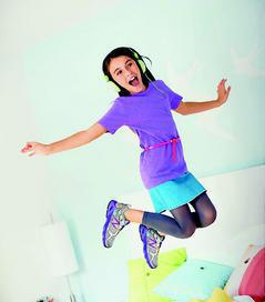 New Balance695兒童避震跑鞋,1750元。圖/New B...