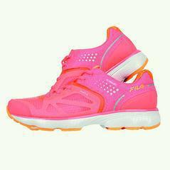 FILA BUBBLERUN 3.0 GUARD 女專業慢跑鞋,4680元。...