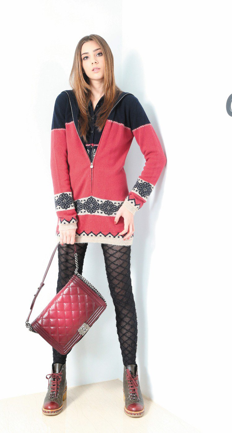 香奈兒雙色針織洋裝64,900元、海軍藍上衣69,600元、勃根地紅BOY CH...