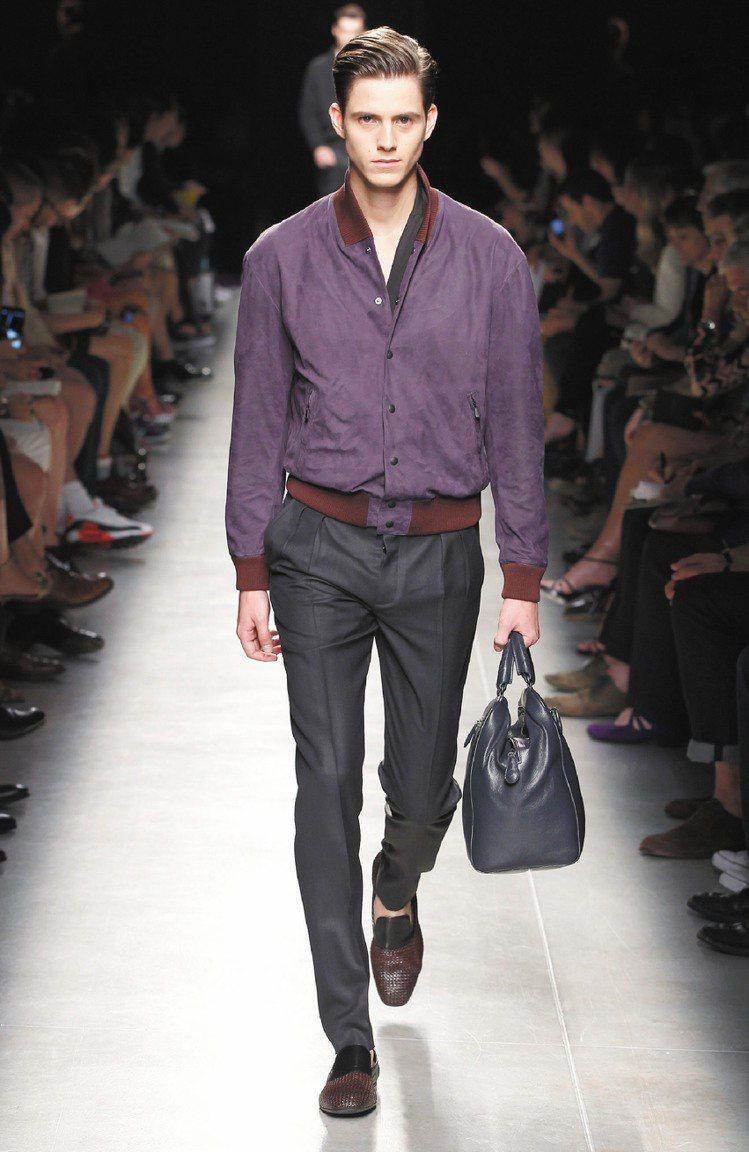 Bottega Veneta春夏男裝用料奢華,紫色麂皮外套很迷人。圖/BV提供