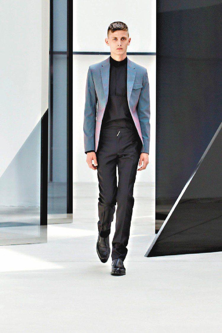 王大仁接掌Balenciaga後首個男裝系列,簡約俐落卻又不失巧思。圖/Bale...