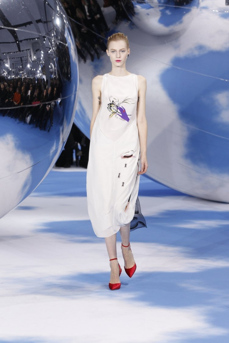 Dior秋冬新裝與安迪沃荷基金會合作,讓服裝與安迪沃荷畫作結合,增加其藝術收藏性...