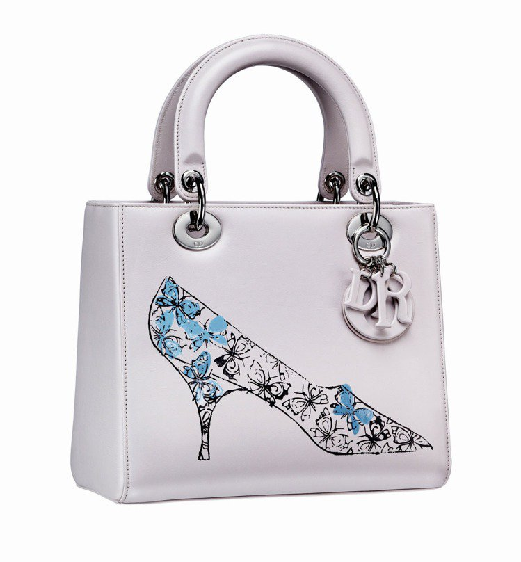 Dior與安迪沃荷基金會合作,將安迪沃荷未曝光的手稿,運用現代工藝與品牌經典包款...