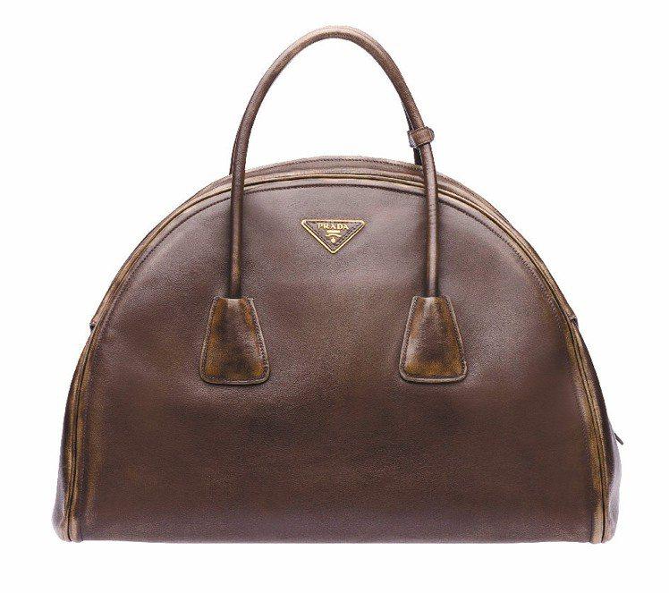 PRADA秋冬仿舊皮革包、127,500元。圖/PRADA提供
