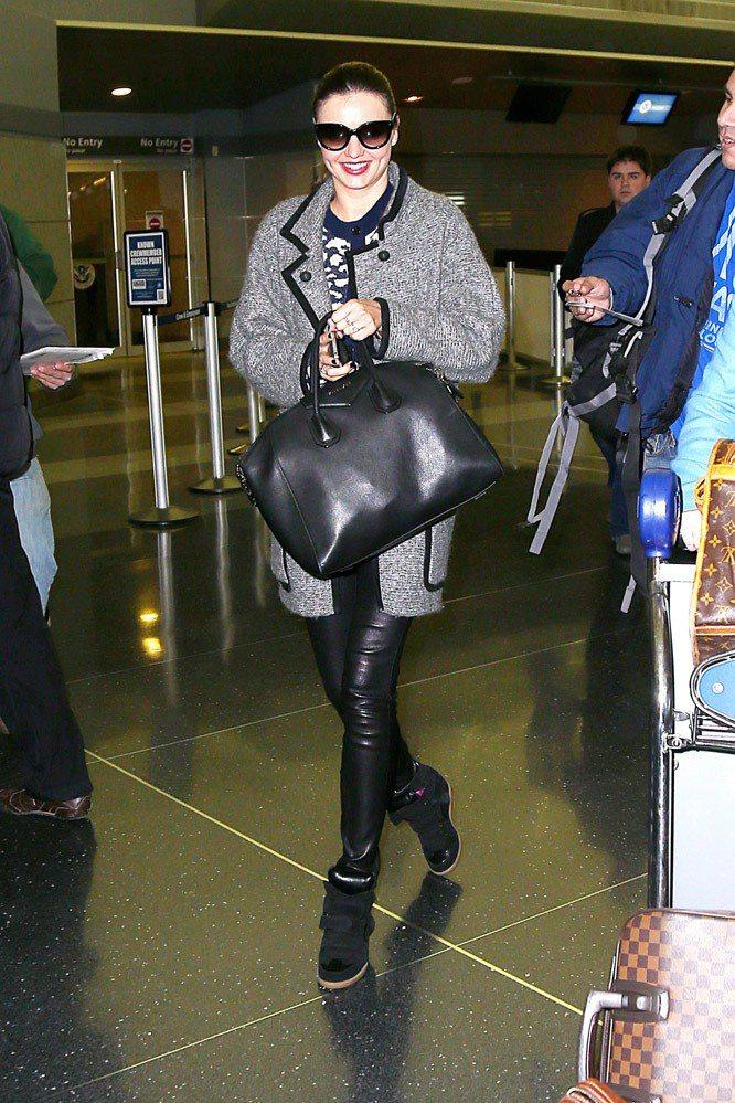 米蘭達柯爾身穿Isabel Marant外套和球鞋。圖;文/美麗佳人提供
