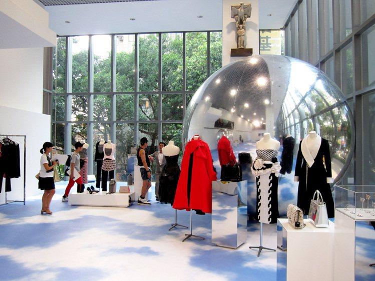 法國精品 Dior 選在首度出借給精品的台北教育大學美術館,舉辦亞太區秋冬發表。...