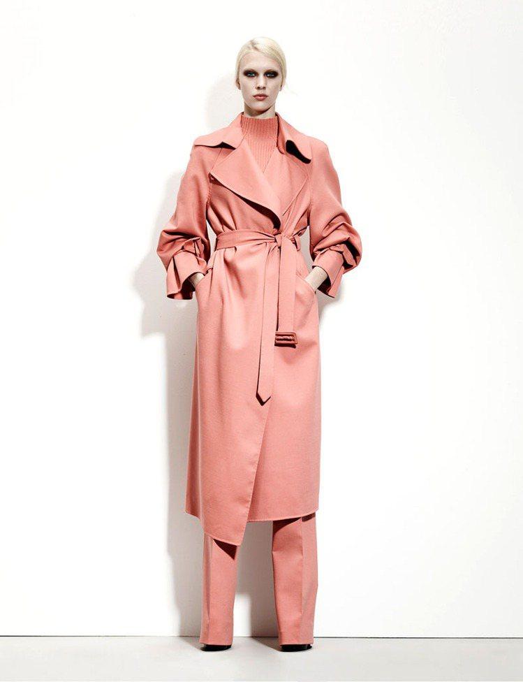 oversize超大外套成為新時尚。圖/Bottega Veneta提供