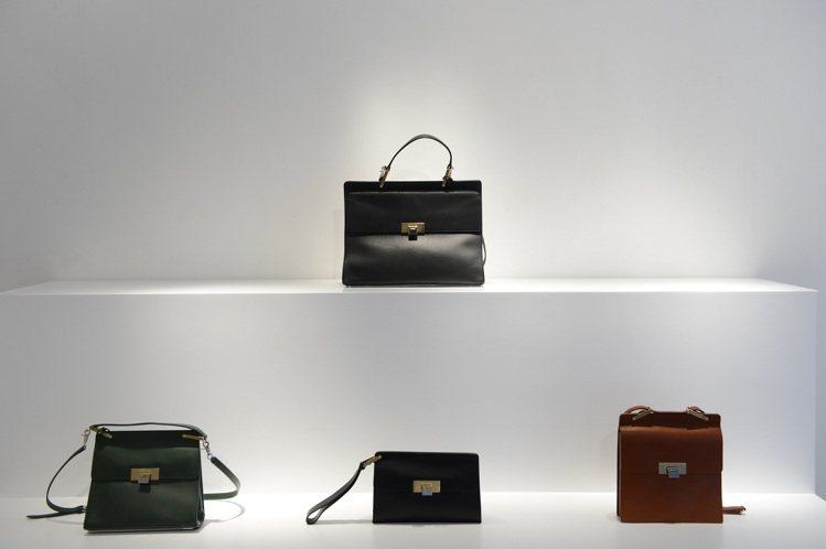 今年秋冬推出的「Le Dix」新包。圖/Balenciaga提供