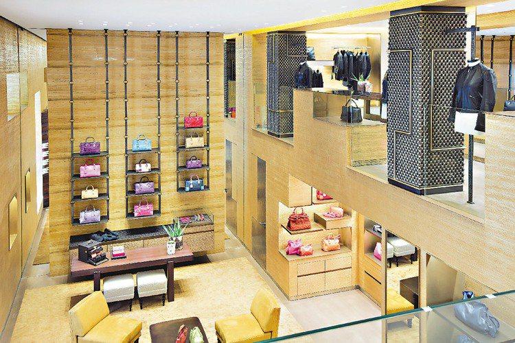 LOEWE巴黎蒙田大道新店橫跨2層樓。圖/LOEWE提供