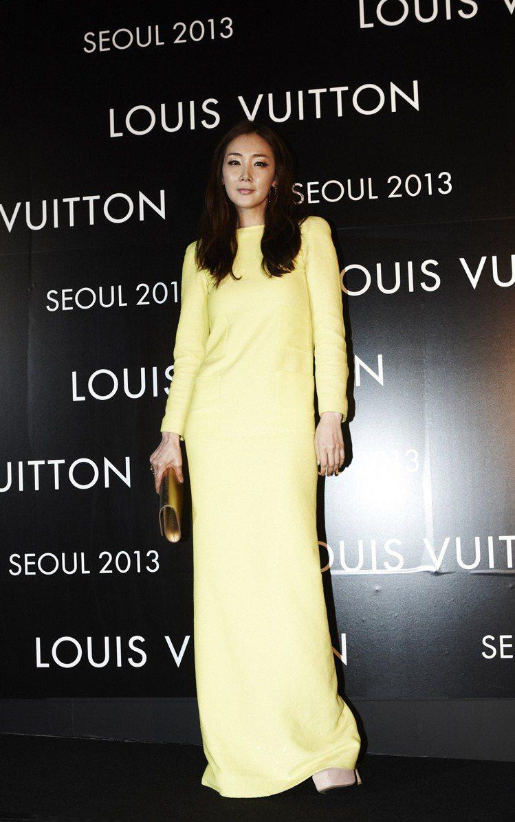崔智友穿LV春夏黃色洋裝。圖/LV提供