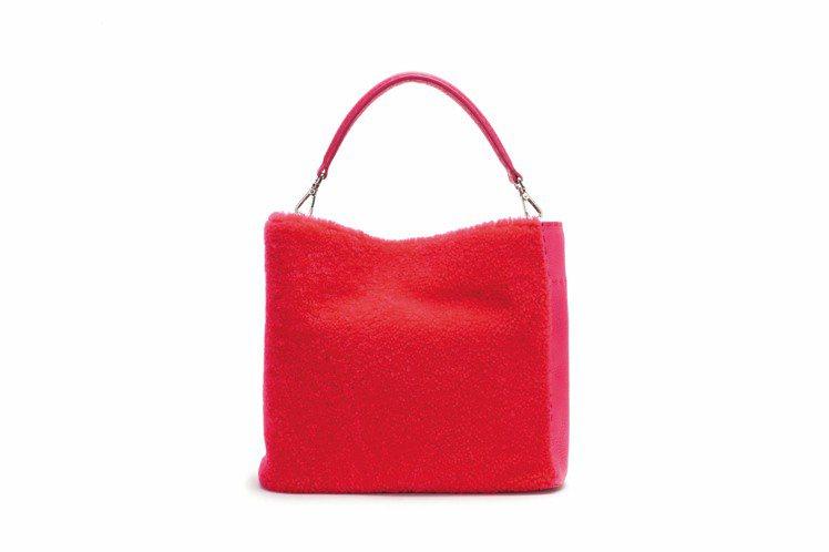 FENDI桃紅Sherling羊毛Ana手提包、118,000元。圖/FENDI...