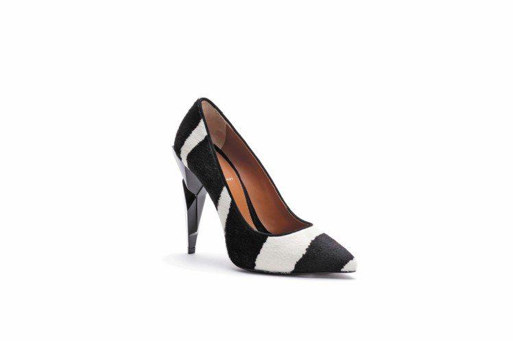 FENDI馬毛高跟鞋。圖/FENDI提供