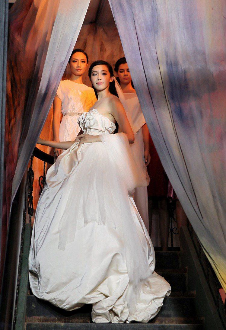 陳季敏本季推出大量高級訂製服系列,白色婚紗造簡單優雅。圖/JAMEI CHEN提...