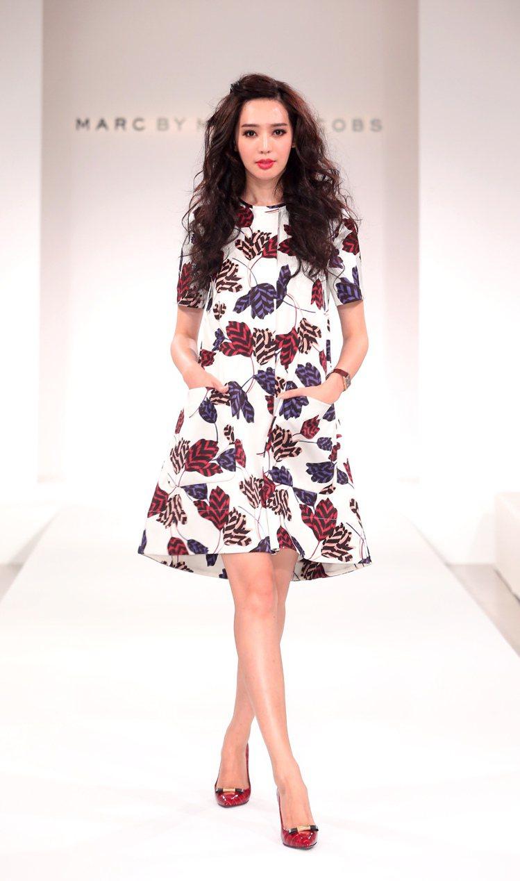 名模王心恬展示MARC BY MARC JACOBS秋冬時尚。記者陳立凱/攝影