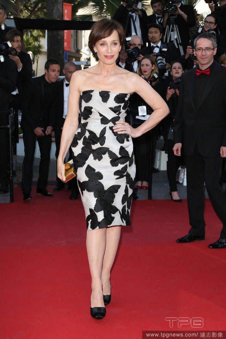 克莉絲汀史考特湯瑪斯也無法抗拒蝴蝶的魅力,在坎城影展紅毯上穿了LANVIN蝴蝶小...