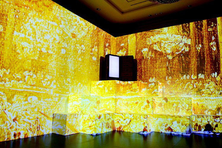 LV在「TIMELESS MUSES(永恆的繆斯女神)」特展中,也透過數位呈現品...