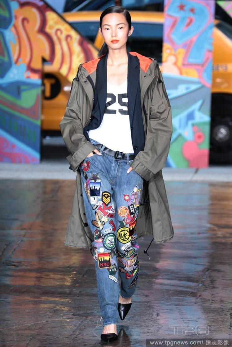 DKNY牛仔褲上頭滿滿的塗鴉布章。圖/達志影像
