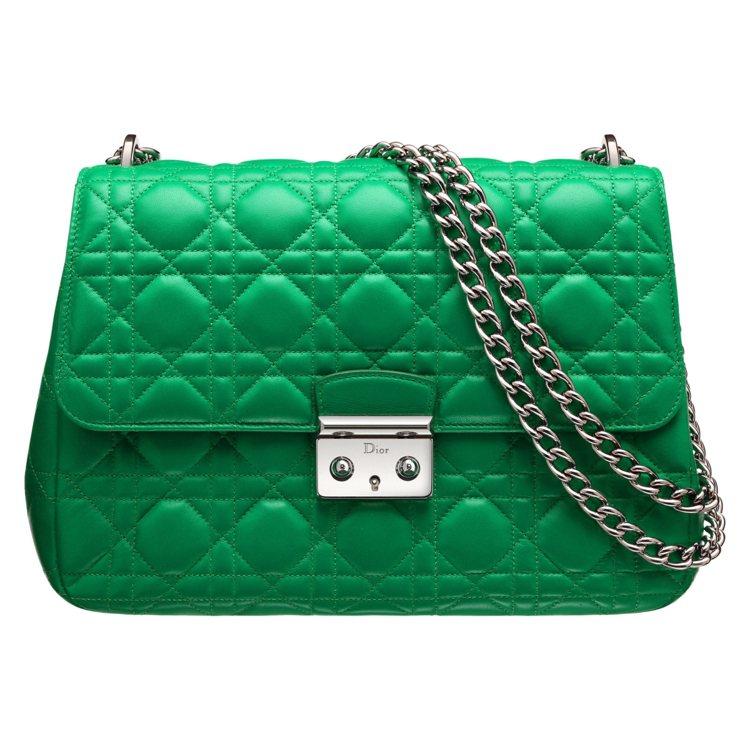 Miss Dior 綠色雙鍊包款NT$105,000。圖/Dior提供